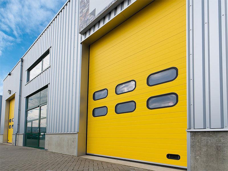 ворота промышленных зданий