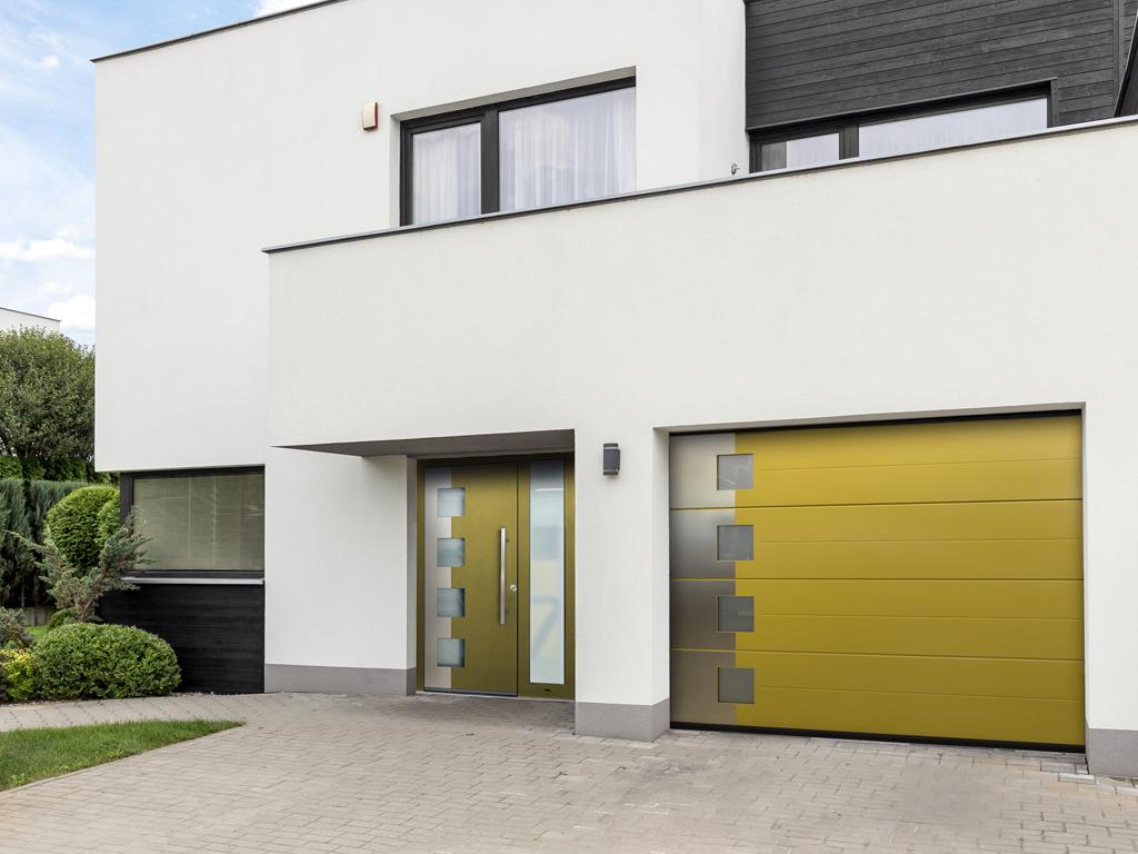 Гаражная дверь в одном стиле с воротами